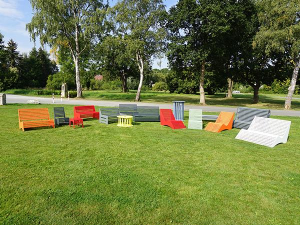 Relaxmöbel aus Aluminium in Farbe