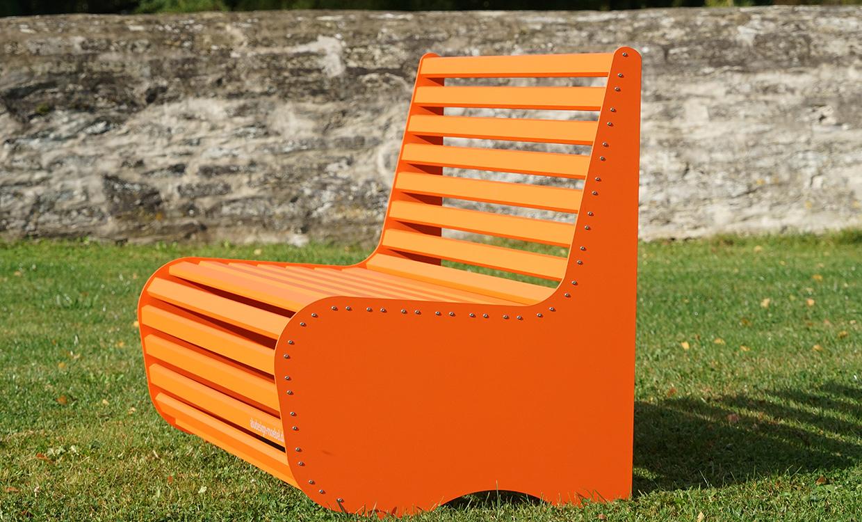 Aludesign Bank Low2 - leichte Bank für draußen orange