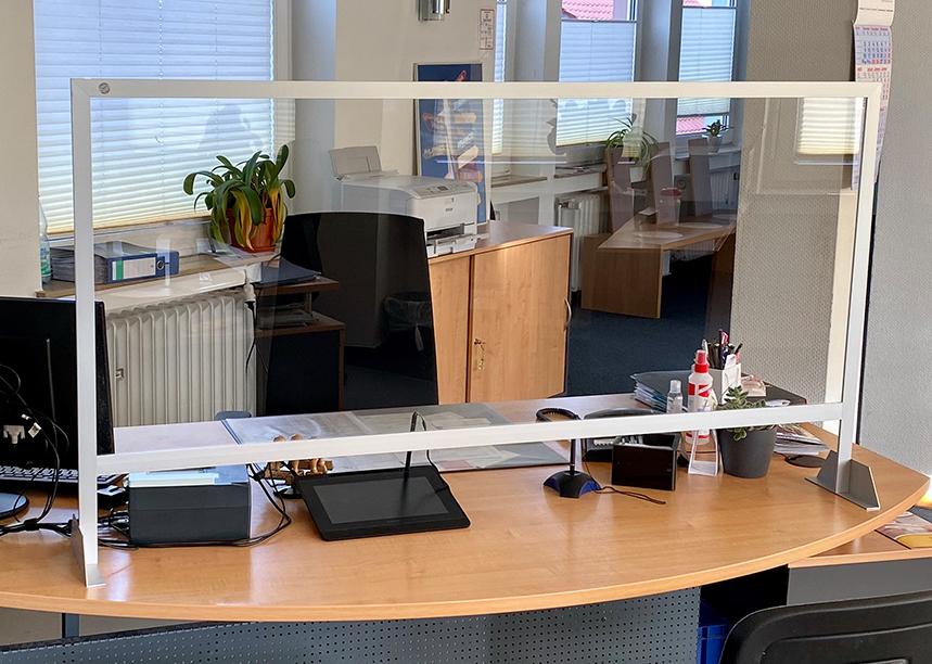 Trennwände für Schreibtische und Empfangsbereiche