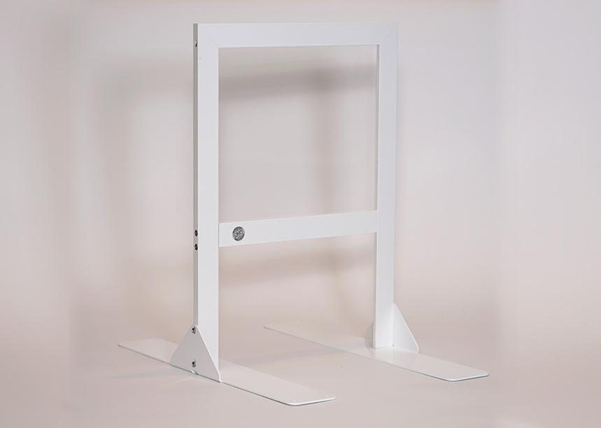 Büro und Produktion mit individuellem Hygieneschutz aus Acryl und Glas